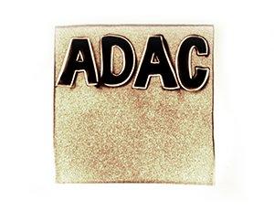 ADAC Logo in Sand gemalt