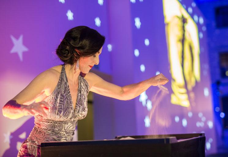 Frauke Menger während eines Live Auftritts