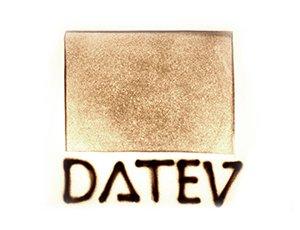 Datev Logo in Sand gemalt