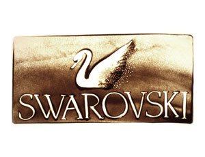 Swarovski Logo in Sand gemalt - Version 2