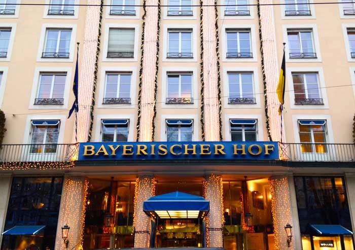 Eingang des Hotels Bayerischer Hof