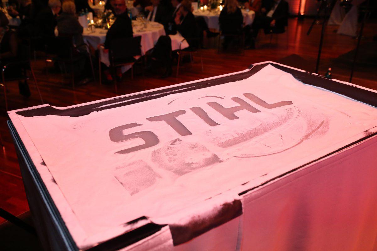 Sandtisch mit Stihl Schriftzug