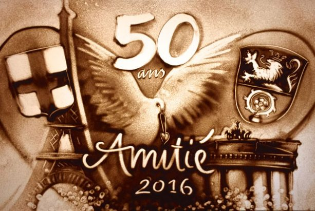 50 ans Amitie in Sand gemalt