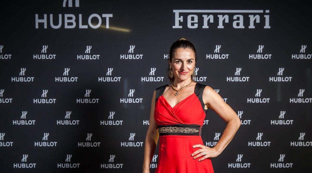 Frauke Menger nach dem Sandmalerei Auftritt für Hublot und Ferrari