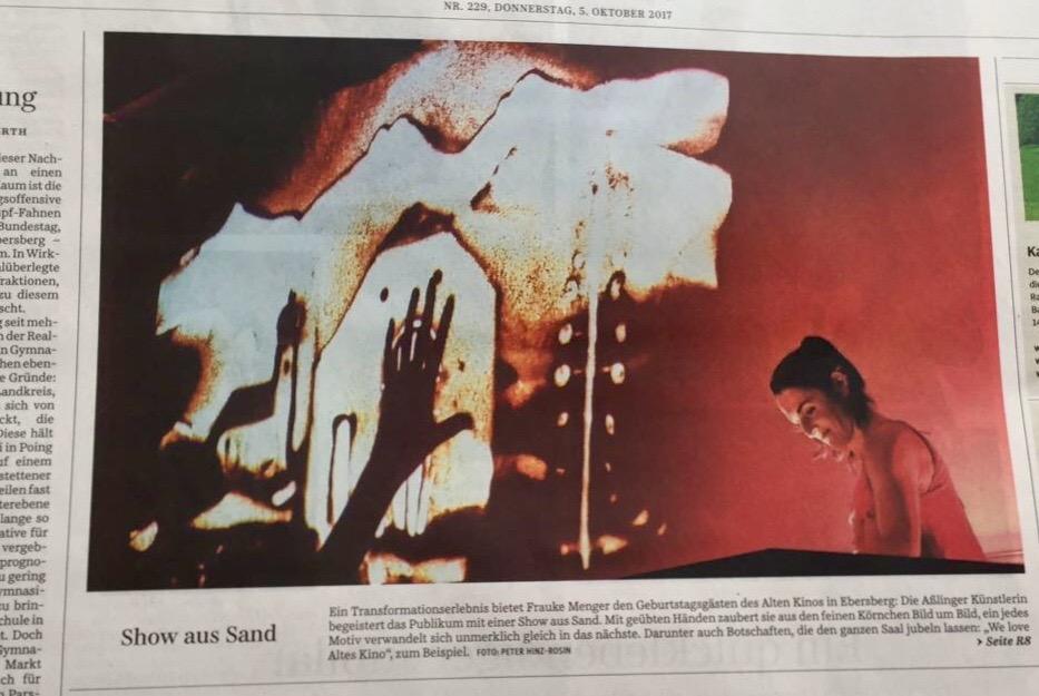 Zeitungsartikel: 25 Jahre altes Kino mit Sandmalerei