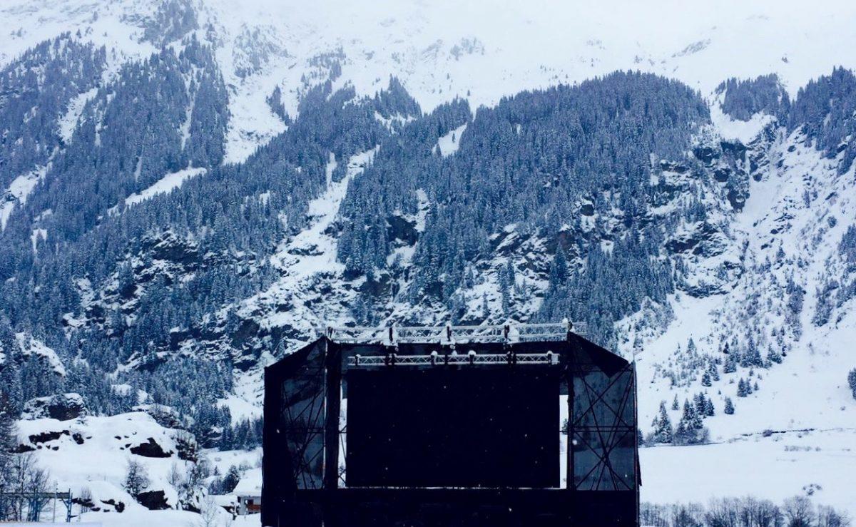 Bühne vor Bergen in Ridnaun