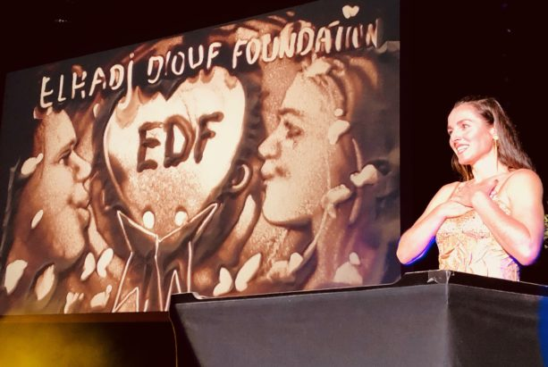 Elhadj Diouf Foundation Auftritt Sandmalerei